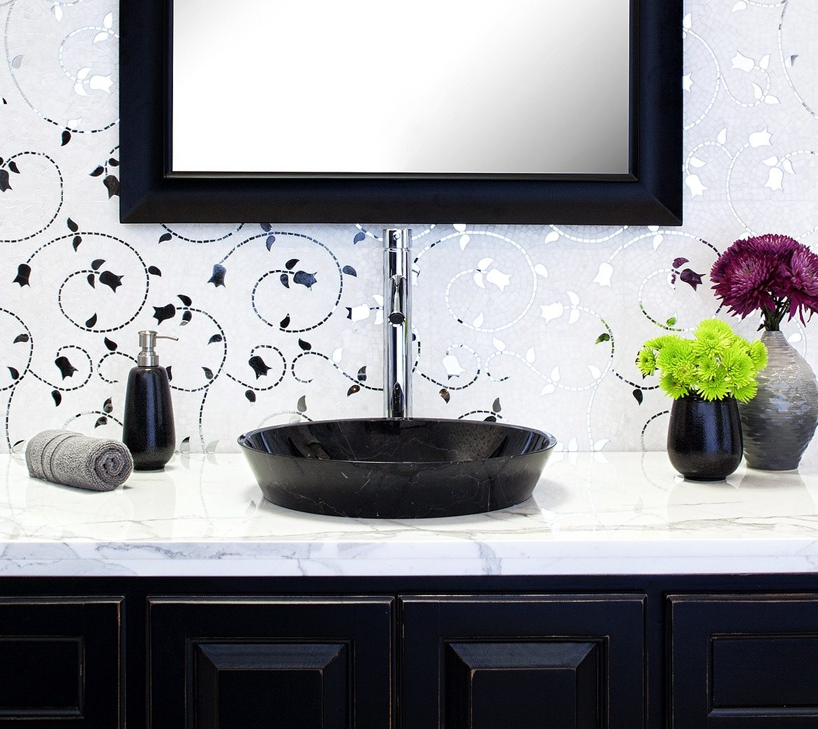 The Tulip pattern in mirror and stone creates a dazzling effect in this bath.